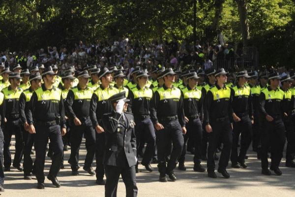 Agentes de la Policía Municipal de Madrid durante el desfile del Día de San Juan