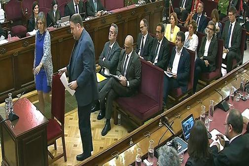 Los acusados por el 1-O, en la última sesión del juicio en el...