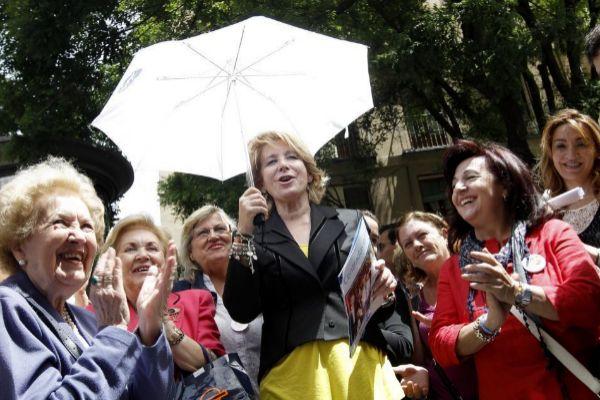 Esperanza Aguirre, en la campaña electoral de 2011.