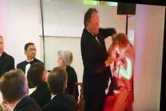 Suspendido un político conservador británico por agredir a  una activista de Greenpeace