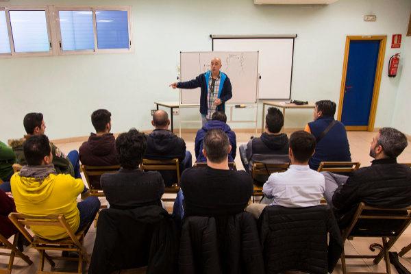 Un grupo de personas en tratamiento de Proyecto Hombre en Sevilla.