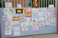Abre expediente a la maestra que rompió las banderas de España de una alumna