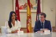 Begoña Villacís, junto a Martínez-Almeida.