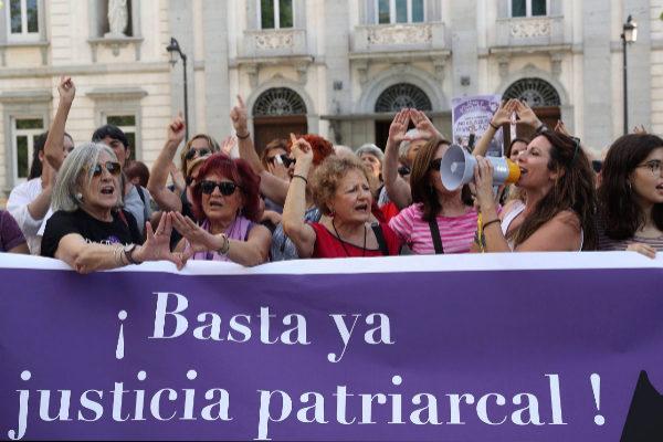 Organizaciones feministas de Madrid se concentran bajo el lema ¡Basta...