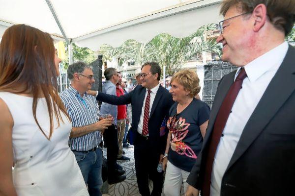 Paco Sanguino saluda a José Ferrándiz, junto a Ana Barceló, Ximo Puig y Carolina Pascual.