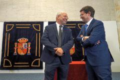 Los candidatos de Ciudadanos, Francisco Igea, y del PP, Alfonso Fernández Mañueco, ayer en las Cortes regionales.
