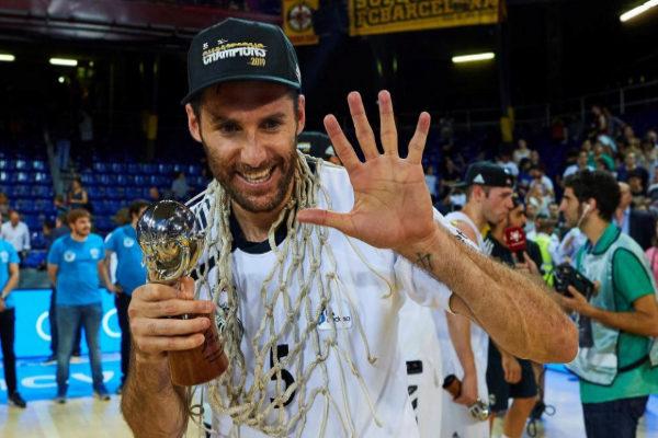Rudy Fernández festeja el título ACB.