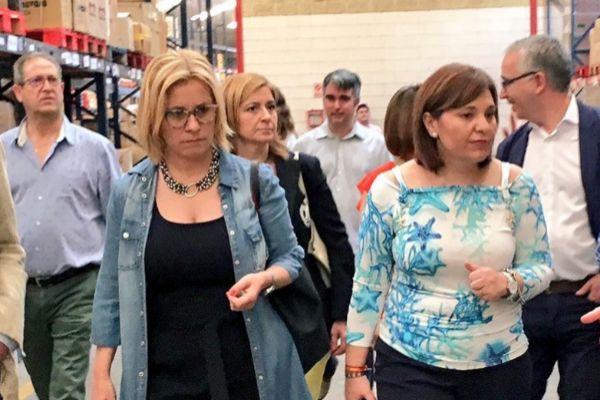 La presidenta del PPCV, Isabel Bonig, en un acto con Mari Carmen Contelles.