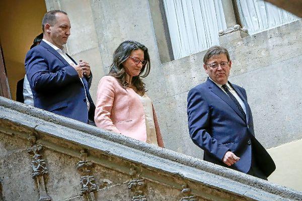 Rubén Martínez Dalmau (Podemos), Mónica Oltra (Compromís) y Ximo Puig (PSPV) en la toma de posesión de los consellers.