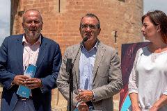 Miquel Ensenyat (Més), Juan Pedro Yllanes (Podemos) y Francina Armengol (PSIB), ayer mostrando el acuerdo de gobernabilidad.