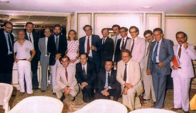 Imagen de una de las primeras juntas directivas del Club de Encuentro, con el presidente Joan Lerma.
