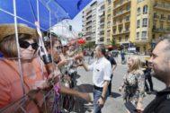 El ministro Pedro Duque, este sábado en el espectáculo pirotécnico que Alicante ofrece por las fiestas de las Hogueras de San Juan.