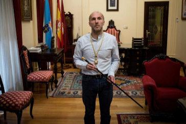 Gonzálo Pérez Jácome, con el bastón de mando tras ser elegido alcalde de Orense.