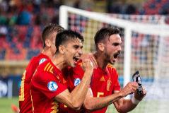 Fabián celebra junto a sus compañeros su gol frente a Polonia.