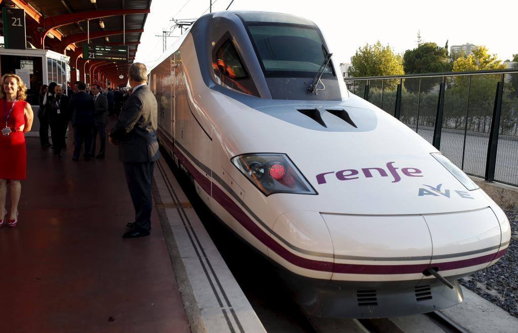 Un Talgo de Renfe detenido en la estación de alta velocidad de Palencia