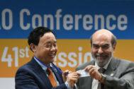 Qu Dongyu recibe las felicitaciones de su antecesor en la FAO.