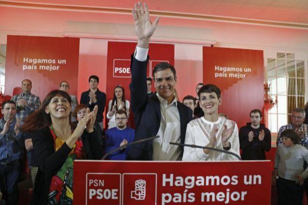 Pedro Sánchez junto a la candidata del PSN, María Chivite.