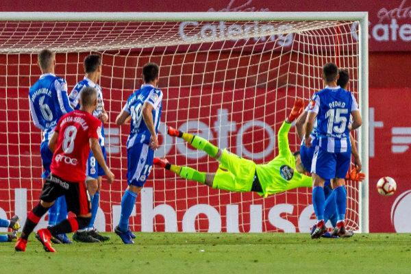 GRAF3342. PALMA DE <HIT>MALLORCA</HIT>.- El jugador del <HIT>Mallorca</HIT> Salva Sevilla (8) lanza una falta para marcar el segundo gol ante el Deportivo, durante el partido de vuelta de ascenso a LaLiga Santander que disputan esta noche en el estadio de Son Moix, en Palma de <HIT>Mallorca</HIT>.