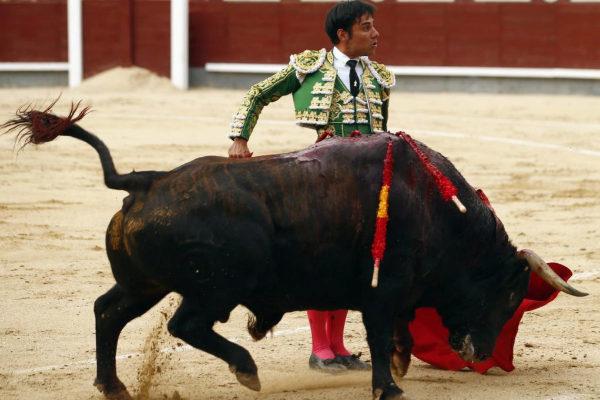 Desplante de Gómez del Pilar, este domingo, en las Ventas.