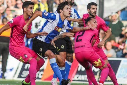 Una de las jugadas del partido, disputado en el Rico Pérez.