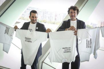 El conseller Vicent Marzà y el director general de Política Lingüística, Rubén Trenzano, en la presentación de una campaña.