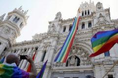 La bandera arcoiris en el Palacio de Cibeles en el Orgullo de 2018.