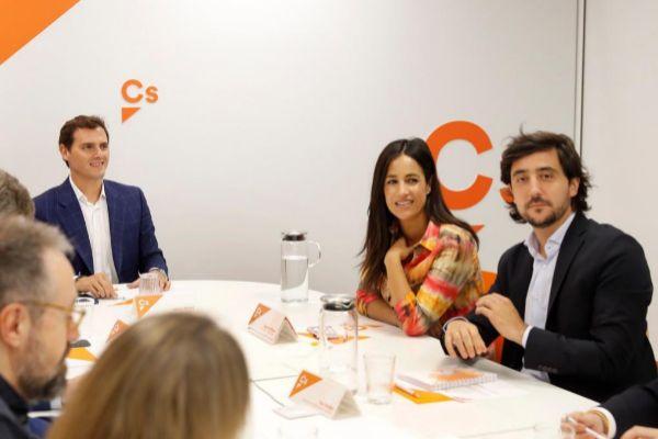 Toni Roldán, junto a Albert Rivera, en una reunión de Cs.