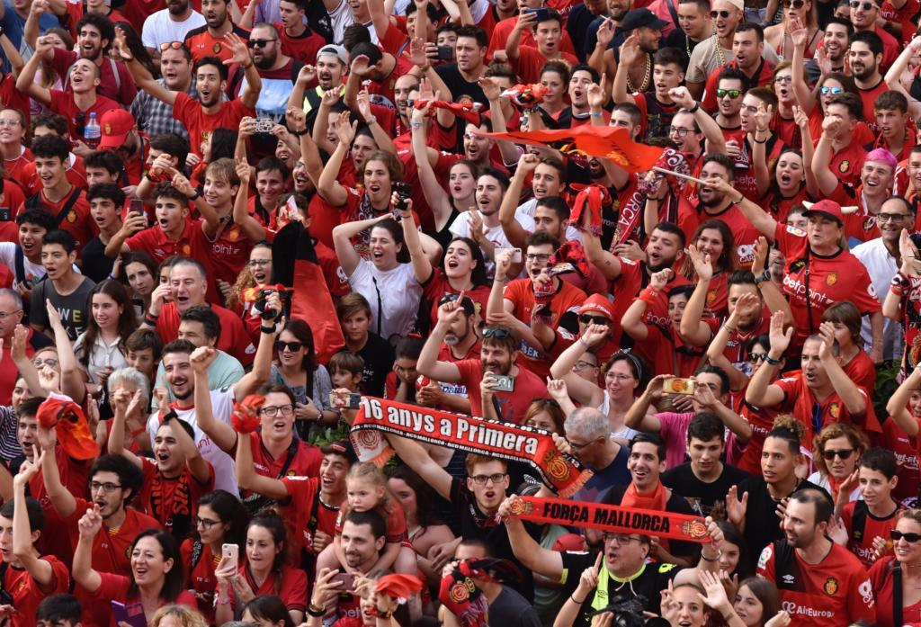 Multitudinaria celebración del ascenso del Mallorca a Primera
