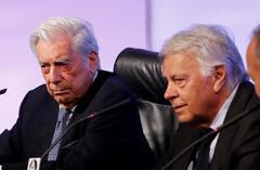 Mario Vargas Llosa y Felipe González, hoy, en Casa de América.