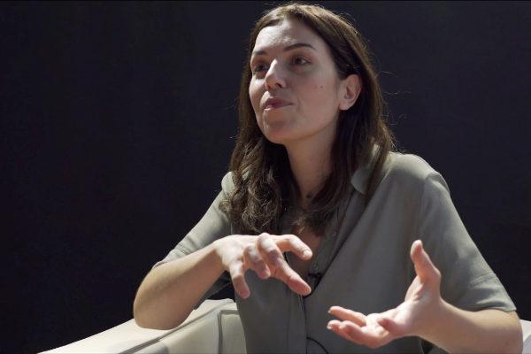 Marta Peirano durante un momento de la entrevista.
