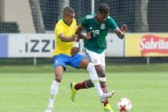 Joao Maleck, a la derecha, durante un juego de la selección mexicana