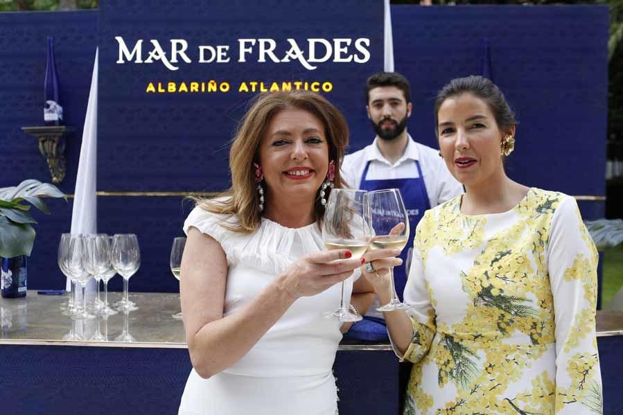 Cocktail de bienvenida de los Premios Yo Dona - Una copa de vino de Mar de Frades