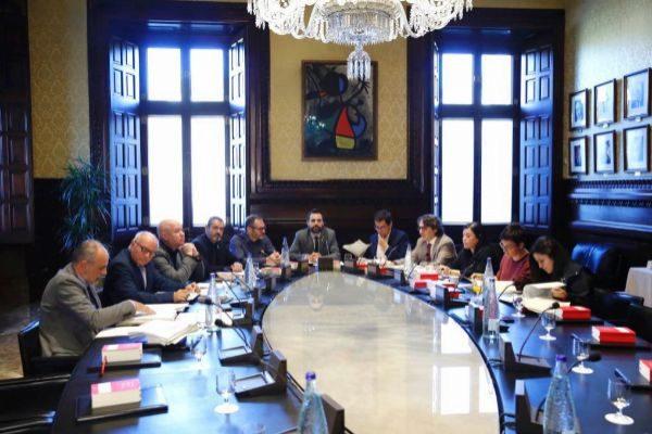 Los miembros de la Mesa del Parlament en una de sus habituales reuniones.