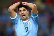 Suárez, tras una ocasión fallada durante el partido ante Chile.