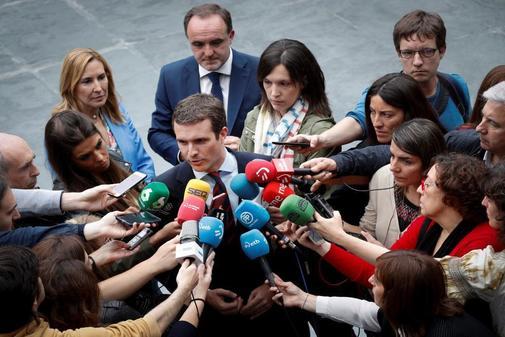 Pablo Casado atiende a los medios este viernes en Navarra