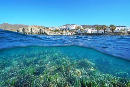 La Isleta del Moro vista desde el agua.