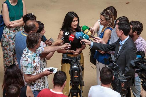 Naiara Davó, ayer atendiendo a los medios tras recoger su acreditación.