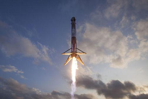 Una imagen del despegue del Falcon Heavy.