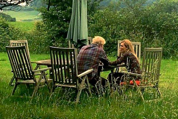 Boris Johnson y su pareja Carrie Symonds, en Sussex.
