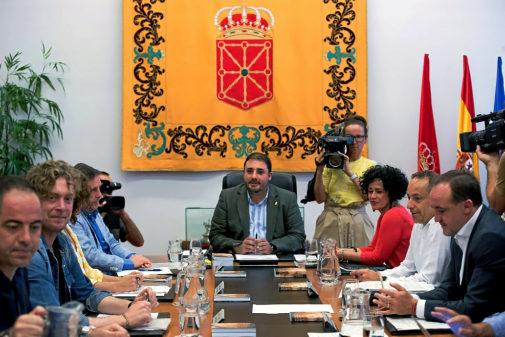 Primera reunión de la Mesa del Parlamento navarro