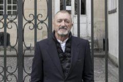El escritor Arturo Pérez Reverte en París.