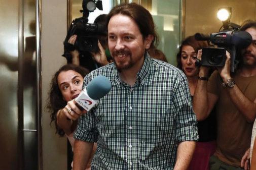 El secretario general de Podemos, Pablo Iglesias (i), este miércoles en el Congreso de los Diputados, donde participa en una jornada por la defensa de los servicios públicos organizada por el Grupo Parlamentario Unidas Podemos-En Comú Podem-Galicia en Común