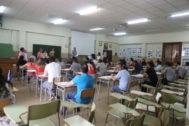 Opositores de Música listos para el examen de este miércoles en el IES Sos Baynat de Castellón.