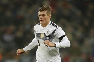 Toni Kroos en un partido con la selección alemana