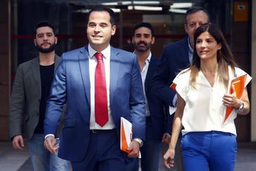 Ciudadanos mira al PSOE tras el órdago de Vox