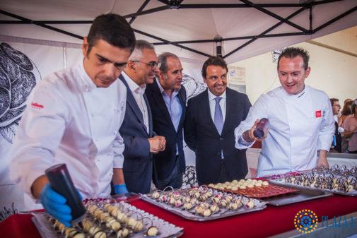 Una imagen del año pasado del chef Iván Muñoz con Carlos Izquierdo, Luis Suarez y Rafael G. Garrido.