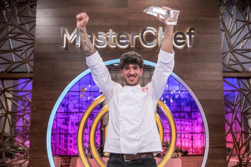Aleix Puig, con el trofeo de 'MasterChef'.