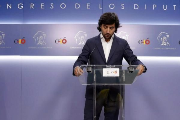Toni Roldán anunciando su marcha de Cs.