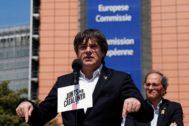 Puigdemont frente a Torra en una imagen de archivo durante la campaña electoral
