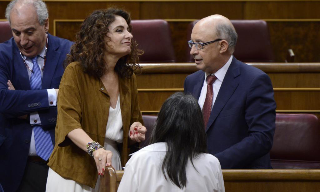 María José Montero y Cristóbal Montoro, la ministra de Hacienda y...